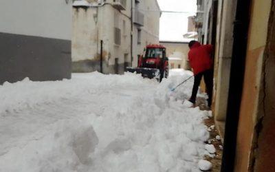 El Ayuntamiento de La Iglesuela del Cid limpia calles y accesos al municipio